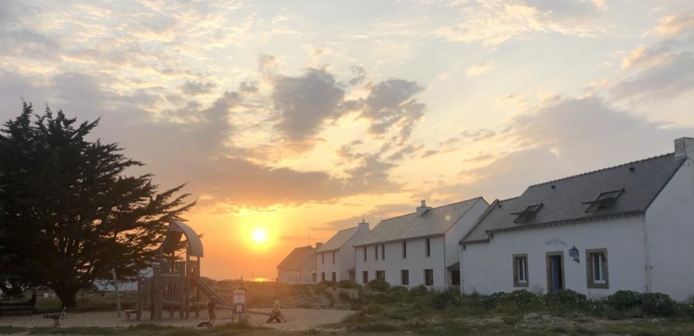 Coucher de soleil dans le bourg d'Hœdic