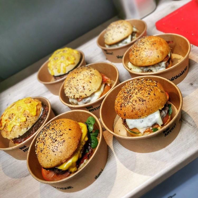 Différents burgers au menu de Be Good'n Burger à Vannes pour la vente à emporter