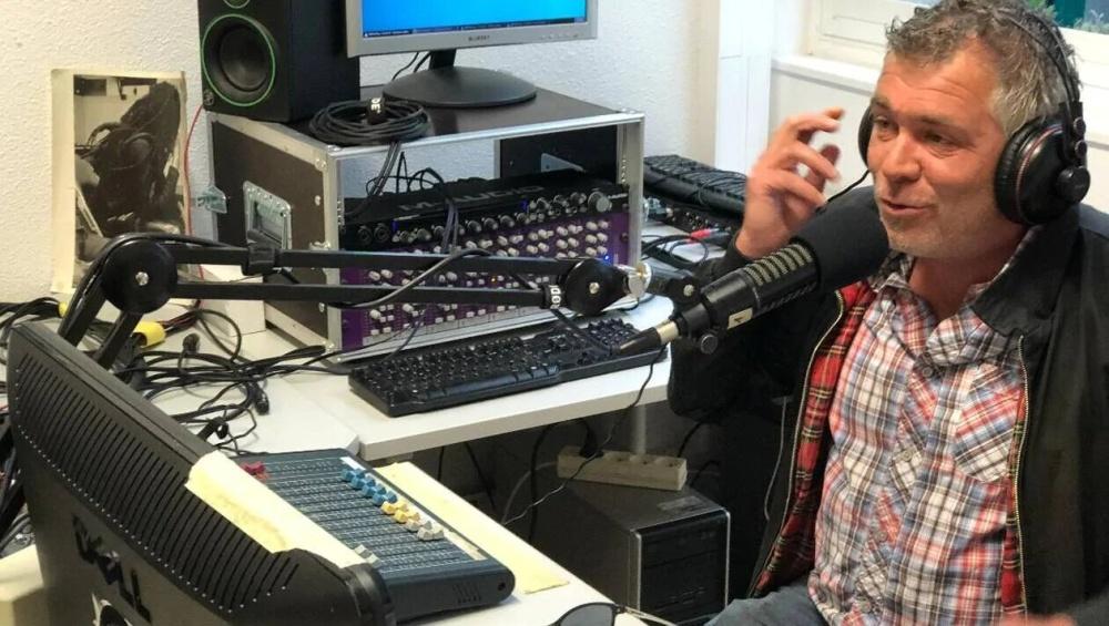 Stéphane, animateur à Radio LarG' - La Radio du Golfe pour l'émission l'Instant Corvic.